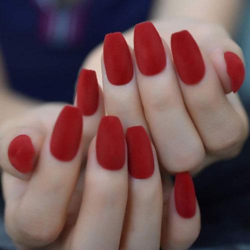 Velvet nails: Το απόλυτο trend στα νύχια